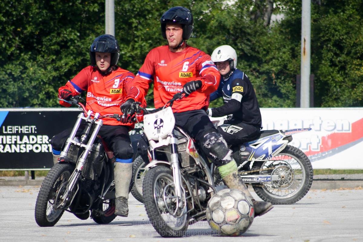 Trugen sich beide in die Torschützenliste ein: Dominik Weiss (3, 1 Tor - links im Bild) und Yannik Schaper (6, 5 Tore - rechts im Bild). Foto: torsten gadegast photography
